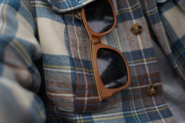 6b2d72924 Sem muita firula: Não é porque o óculos de sol aviador ficou legal no amigo  que vai ficar legal em você. Mas por que? Amigo, essa é fácil: porque cada  um ...